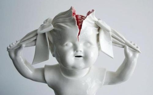 Creepy porcelain sculptures by Maria RubinkeCreepy porcelain sculptures by Maria Rubinke