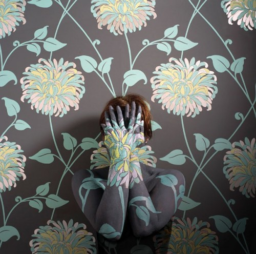 Wallpaper camouflage by Cecilia Paredes