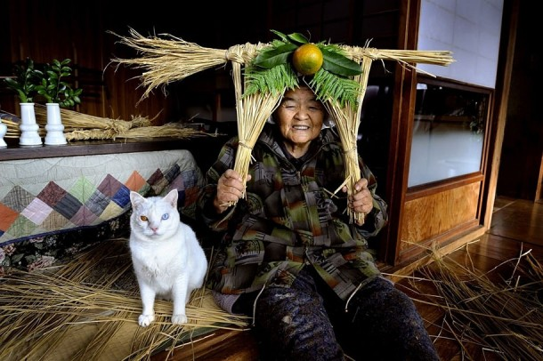 The grandma and her cat by Miyoko Ihara