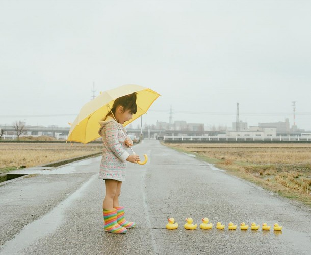 Japanese Photographer Takes Imaginative & Adorable Photos of His DaughterJapanese Photographer Takes Imaginative & Adorable Photos of His Daughter
